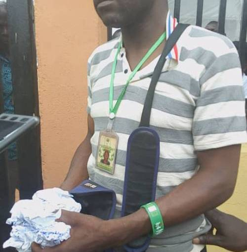 Police Nabbed Electoral Officer Who 'Tore Result Sheet At Ayeedade LGA,Osun.