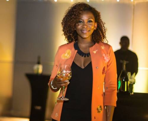 Genevieve Signs Deal With US Talent Agency